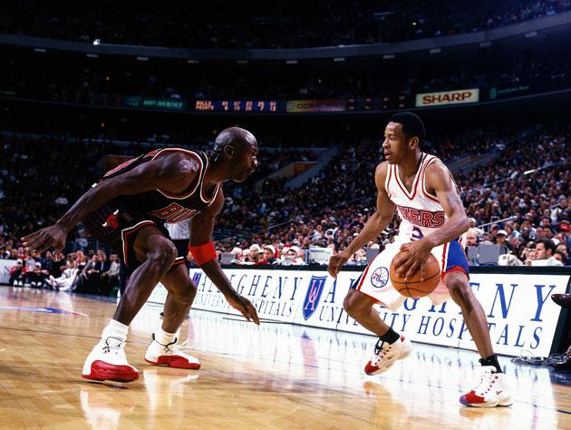 The night Allen Iverson crossed over Michael Jordan (Video)