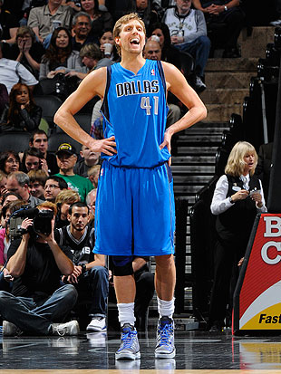 Dirk Nowitzki makes season debut after knee surgery, scores 8 p…