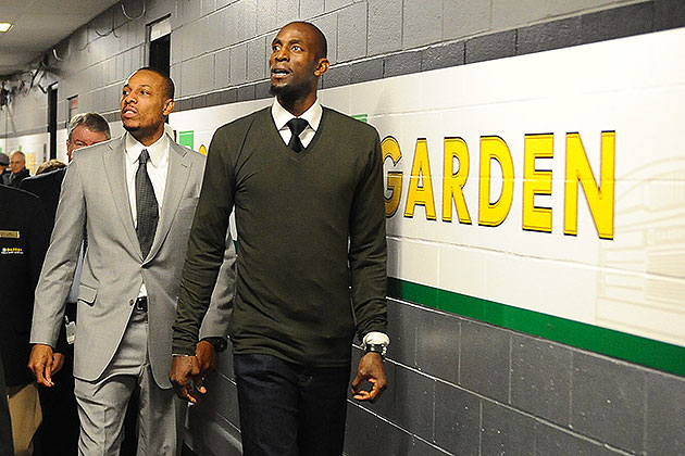 The Celtics, and Boston fans, welcomed Paul Pierce and Kevin Ga…
