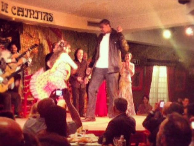 Andrew Bynum, flamenco dancing in Spain (Video)