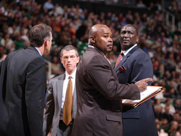 Utah Jazz coach Sidney Lowe arrested on income tax charges in N…