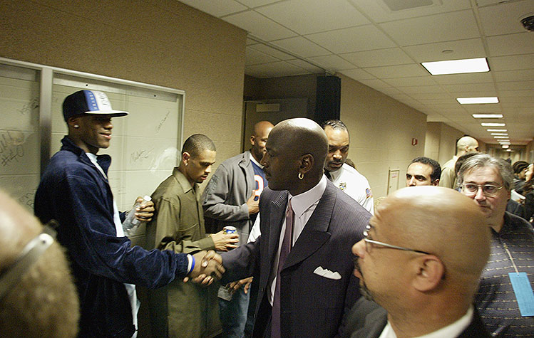 Michael Jordan says he could beat LeBron 1-on-1 in his prime, b…