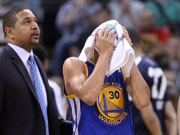 Warriors' Stephen Curry leaves game after Jazz's Marvin William…