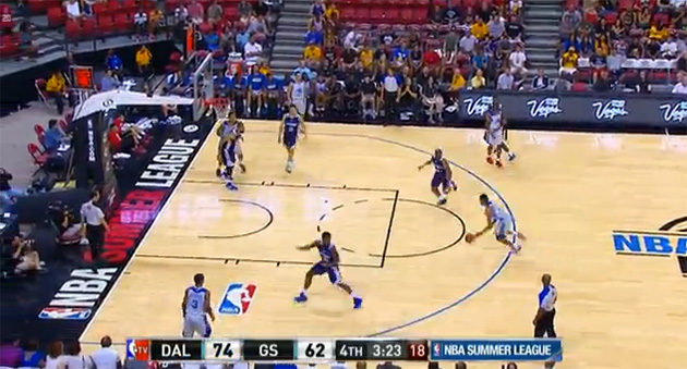 Kent Bazemore throws it down on Mavs' Jackie Carmichael in Warr…