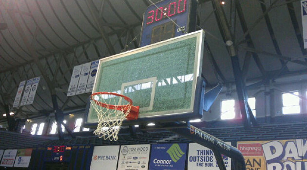 Ivan Johnson shatters backboard during Hawks practice, reacts t…