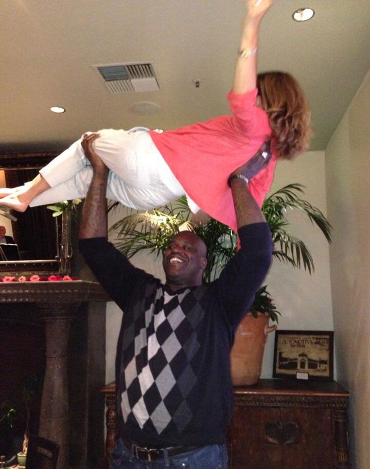Here's Shaquille O'Neal lifting the first lady of California ov…