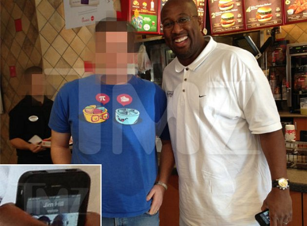 Mike Brown celebrated leaving the Lakers at Chik-fil-A (PHOTO)