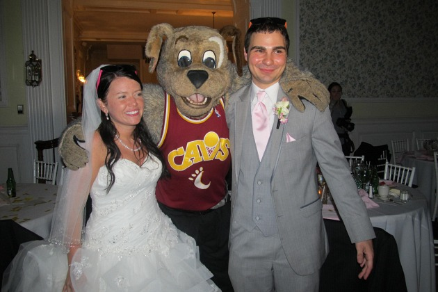 Moondog, the Cleveland Cavaliers mascot, attended a wedding, an…