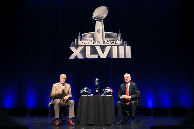 Pete Carroll and John Fox avoid touching the Lombardi Trophy be…