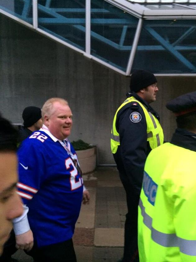 Toronto Mayor Rob Ford shows up to Bills-Falcons game with Fred…