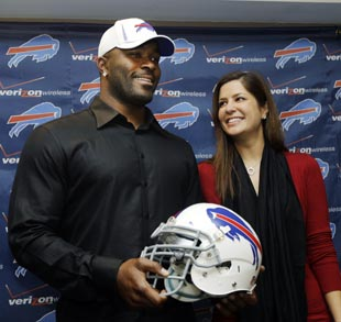 Buffalo's Mario Williams suing to get back 10-carat engagement …