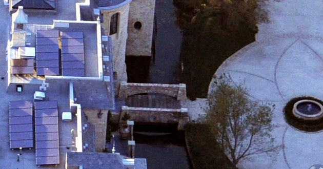 Tom Brady's crazy mansion cost $20 million … and it has a moat