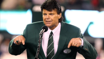 Mark Gastineau slurs his way into the Jets' Ring of Honor