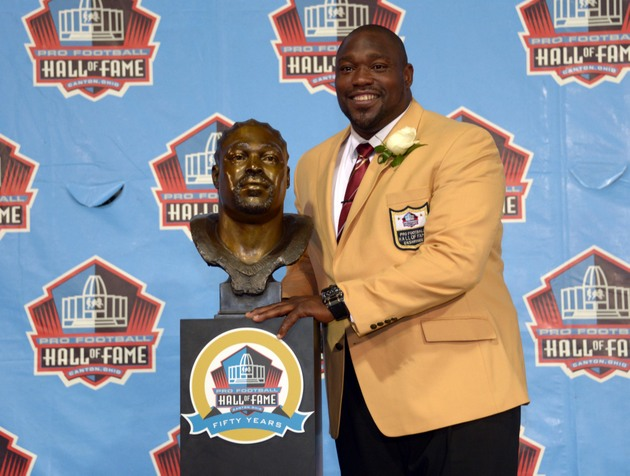 Warren Sapp and Michael Strahan engaging in war of words during…