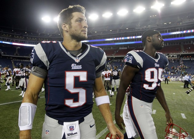 Former NFL quarterback Tim Tebow considering a career in colleg…