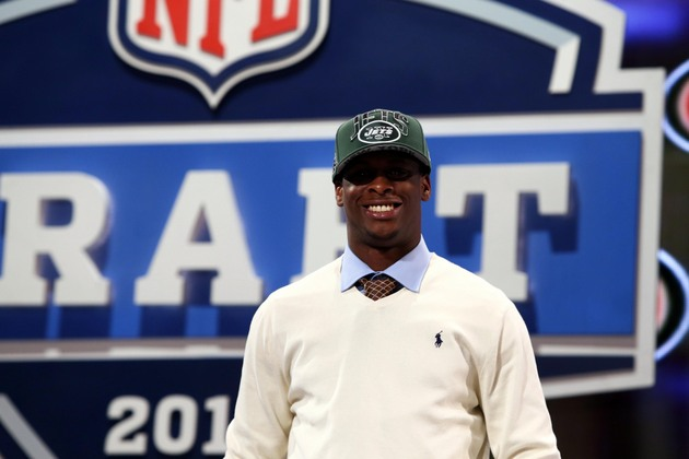 Jets quarterback Geno Smith wears a suit after each game, but j…