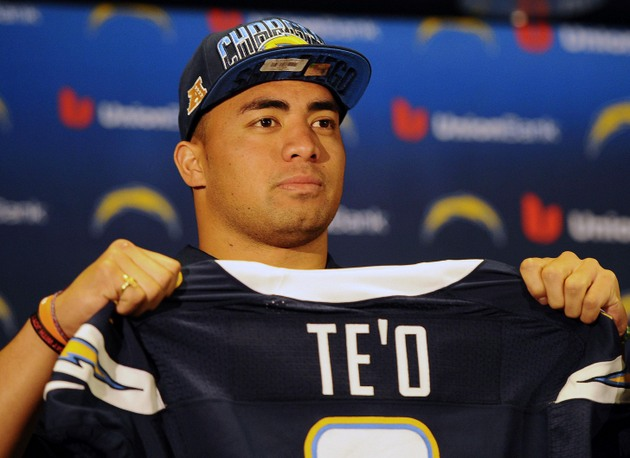 Parade for Manti Te'o in Hawaii goes on as planned, even though…