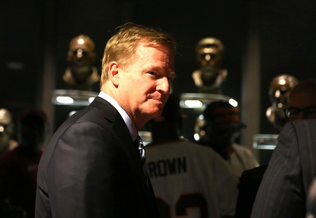 NFL, players reach whopping $765M settlement in concussion case