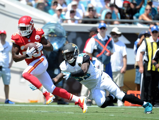 Jamaal Charles lands on head after hard hit, leaves the game wi…