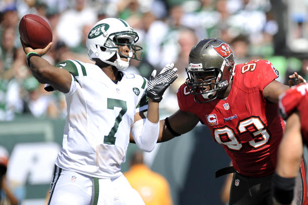 Jets move past tumultuous offseason to defeat Buccaneers, 18-17