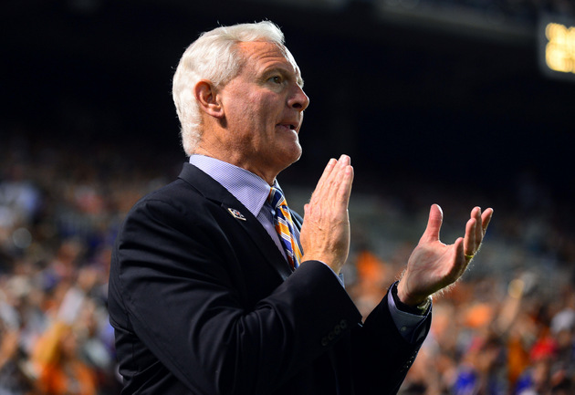 Cleveland Browns owner Jimmy Haslam tries to calm fans with ope…