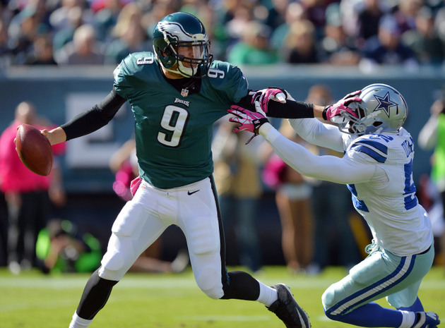 Nick Foles knocked out with head injury, replaced by Matt Barkl…
