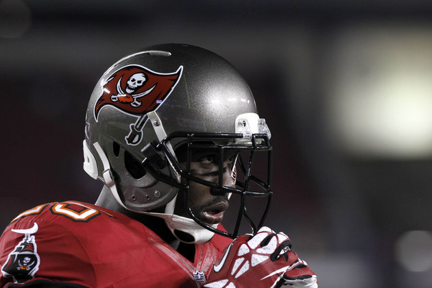 Buccaneers lose another running back, as Mike James gets carted…