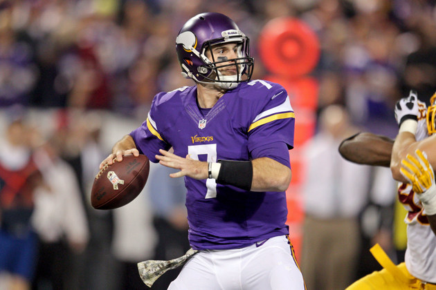 Vikings' Christian Ponder knocked out of game with left shoulde…