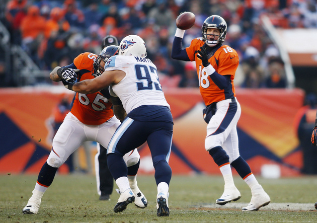 Peyton Manning really struggles in the cold, throws for only 39…