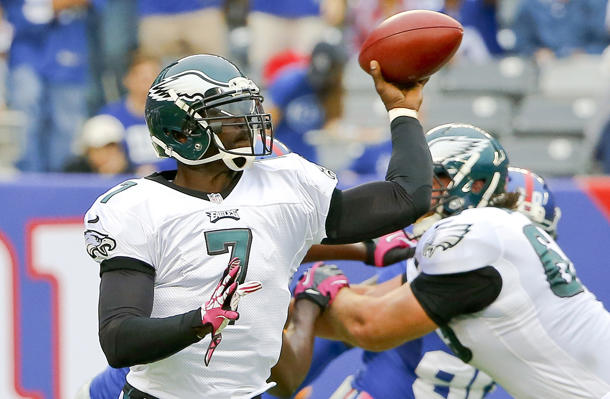 Eagles quarterback Michael Vick sustains hamstring injury again…