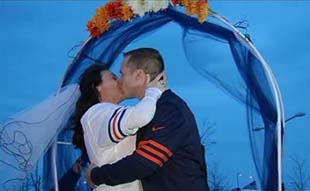Bears fans get married at tailgate before team's disastrous los…
