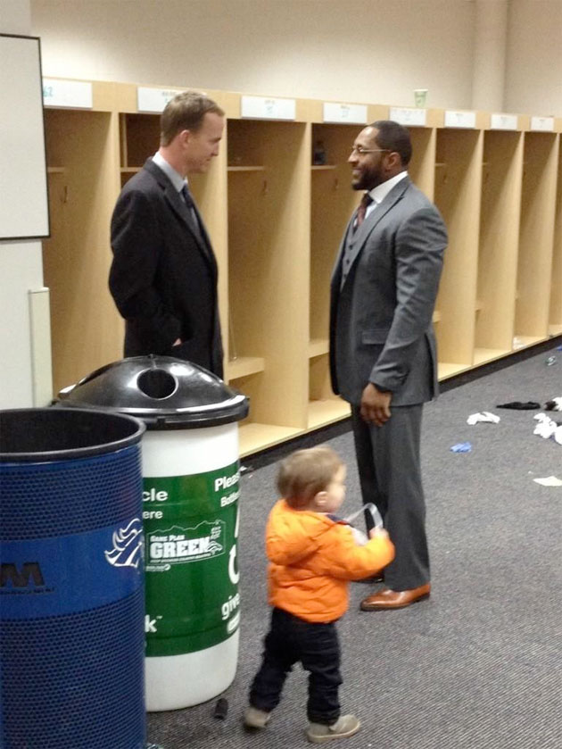Peyton Manning, family wait to congratulate Ray Lewis