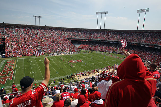 Fan dies in fall at Candlestick Park just after kickoff of Pack…