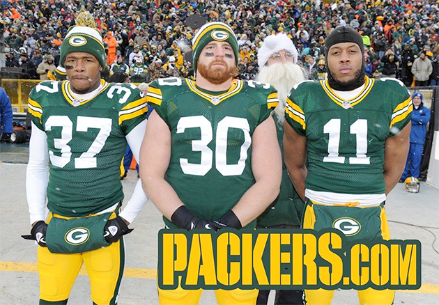 NFL in 90: Aaron Rodgers' Santa photo bomb, NFC North gives gag…