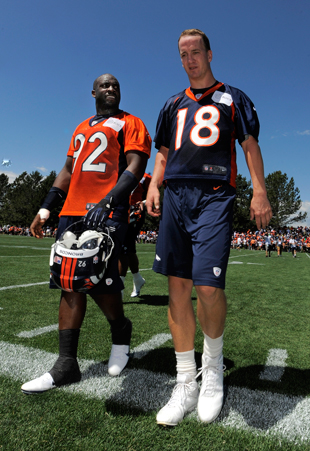 Bronco bucks: Elvis Dumervil offers to take pay cut; Peyton Man…