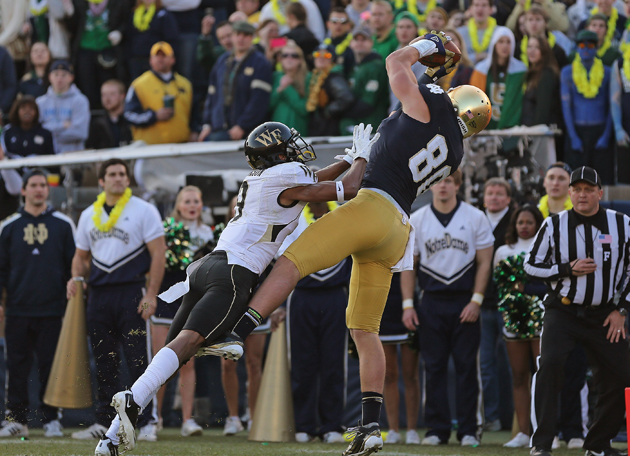 Cincinnati Bengals select Notre Dame TE Tyler Eifert with the 2…