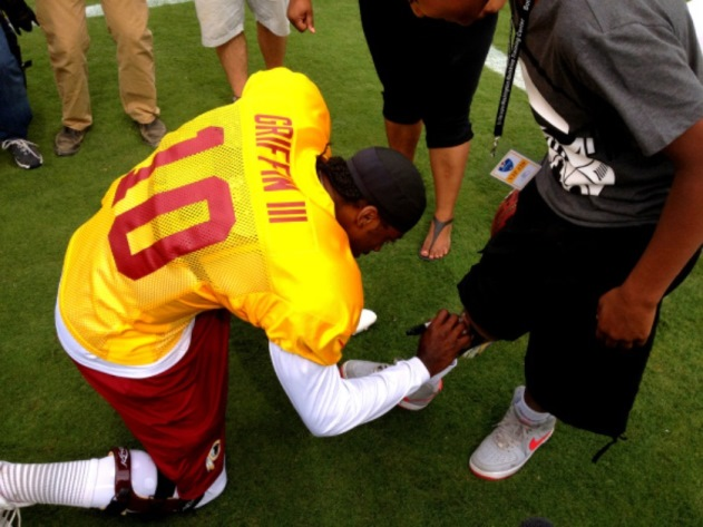 Robert Griffin III meets young fan who has QB's face imprinted …
