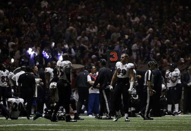 Power outage at Super Bowl adds unexpected element to big game