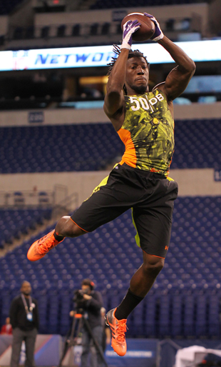 Atlanta Falcons select Washington CB Desmond Trufant with the 2…