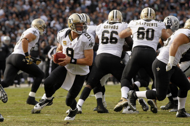 Saints quietly get back to .500 with a blowout win at Oakland