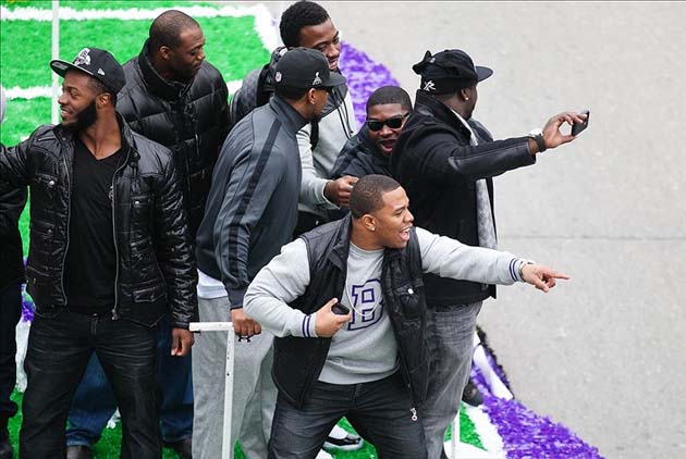 Ray Rice fell off Ravens' parade float, then stood back up and …