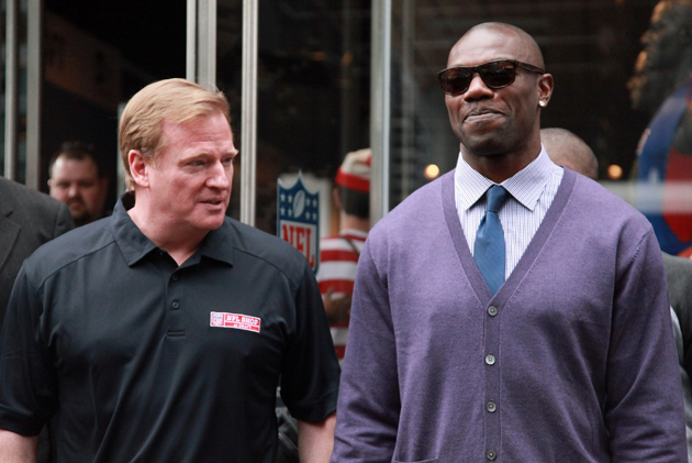 Terrell Owens tells the Jets via Twitter: 'I'm available! I'm r…