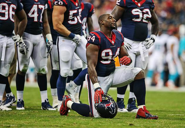 NFL reviewing helmet-swinging incident by Texans DE Antonio Smi…