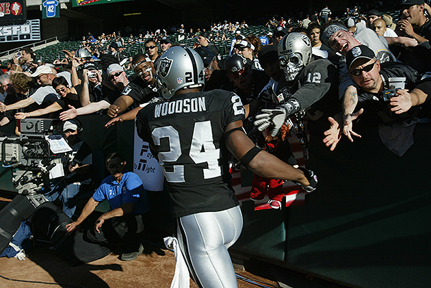 Charles Woodson agrees to one-year deal with the Oakland Raider…