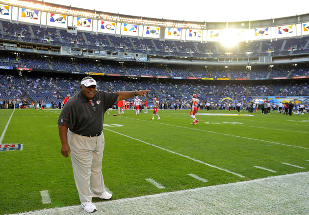 Romeo Crennel would really like the Chiefs to stop dancing on t…
