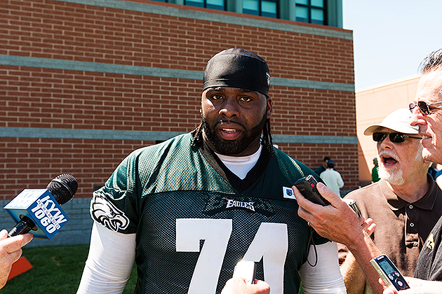 Eagles left tackle Jason Peters charged with drag racing, resis…