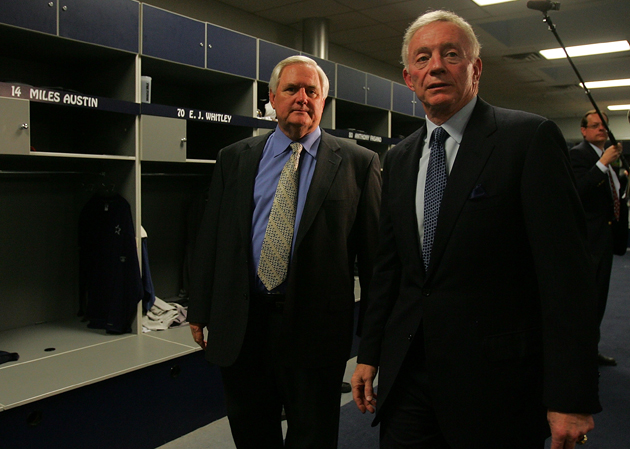 Jerry Jones gets locked out of his own locker room, refuses to …