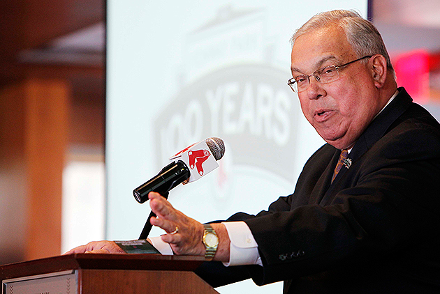 Boston Mayor Thomas Menino flubs the names of Patriots' Vince W…