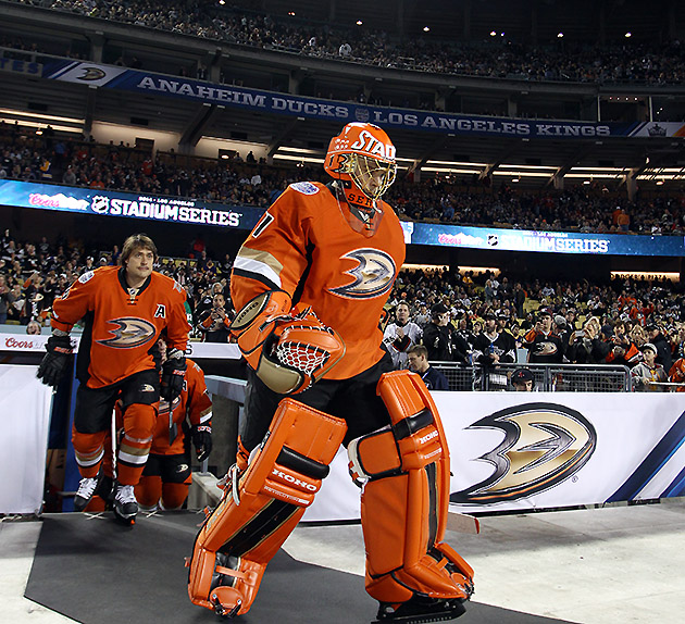Jonas Hiller uses Dodger Stadium game for Anaheim Ducks redempt…