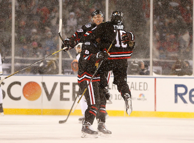 Blackhawks rout Penguins 5-1 in snowy conditions in NHL Stadium…